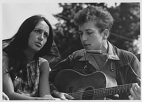 Bob Dylan and Joan Baez (National Archives)
