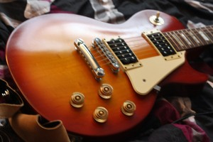 Picture of a Les Paul Studio in Faded Heritage Cherry. 2008 model.